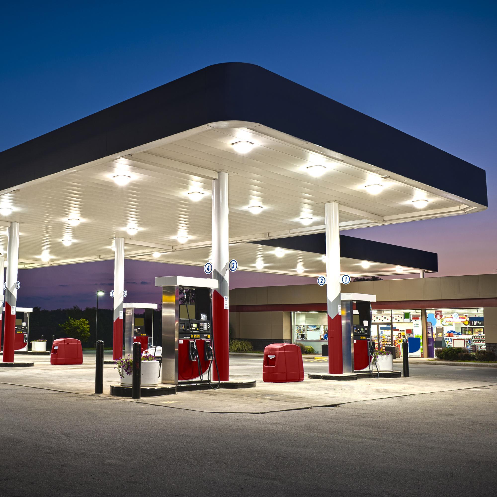Tankstellen & Raffinerien